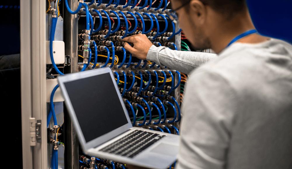 أعمال تطوير البنى التحتية لشبكة الإنترنت في المحافظات العراقية
